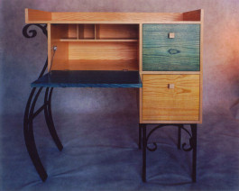 Mambo desk